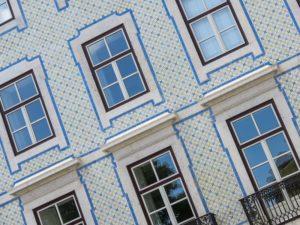 Lizbona - fasada kamienicy w Alfamie